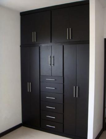 Closets carpinteria residencial slp for Closet en madera para habitaciones