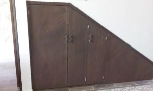 alacena debajo de escalera