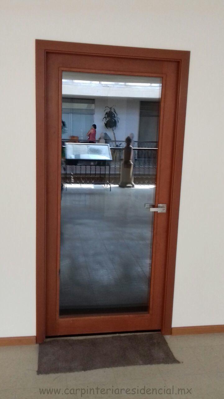 Trabajos recientes carpinteria residencial slp for Puertas de madera blancas con vidrio