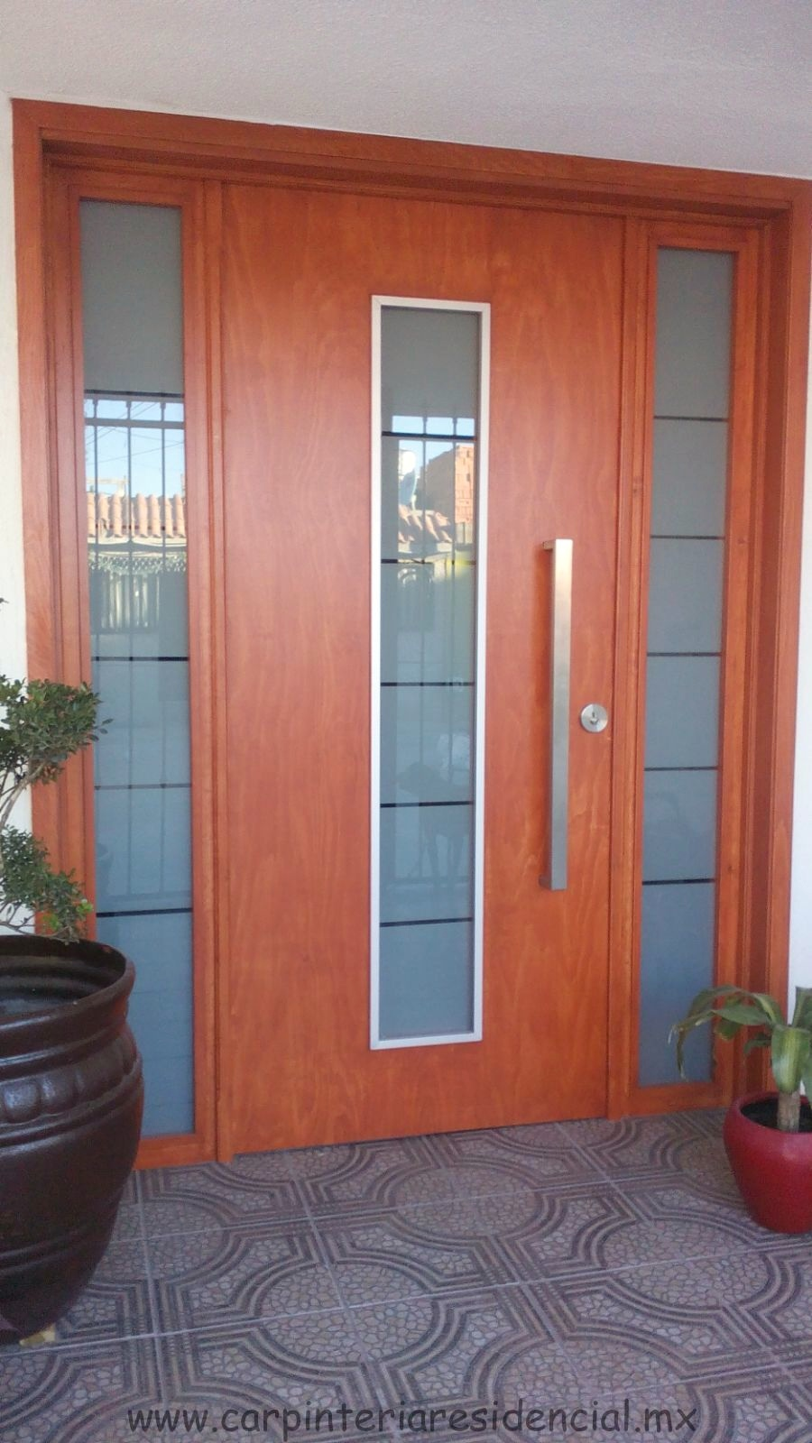 Trabajos recientes carpinteria residencial slp for Puertas interiores de madera con vidrio