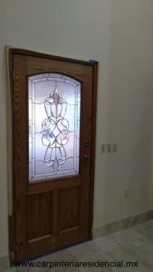 puerta-principal-vidral-madera-encino
