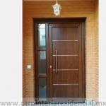 Puerta exterior de madera con fijo