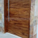 puerta exterior en madera de tzalam