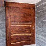 puerta exterior de madera de parota carpintero slp
