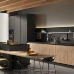 Cocina integral negra con madera slp