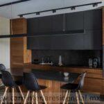 cocina integral con isla moderna negra con madera slp